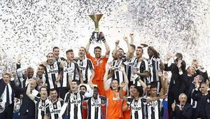 Juve farklı kazandı, kupasını kaldırdı