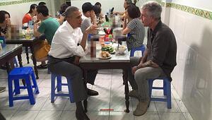 Obama ve Bourdain Vietnamda yemek yedi