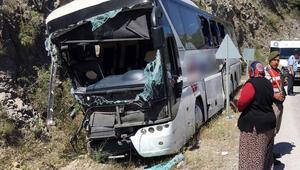 Yolcu otobüsleri kaza yaptı: 5 ölü, 100e yakın yaralı