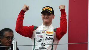 Schumacherin oğlu Mick kazanmaya devam ediyor