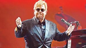 Elton John: İnsanlar beni sevsin diye çok para ödedim