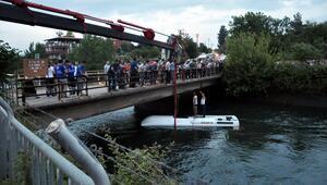 Öğrenci otobüsü sulama kanalına devrildi
