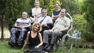 Gülben Ergen bu hafta  ALS-MNH Derneği'ni ziyaret ederek ALS hastaları ve hasta yakınlarıyla buluştu