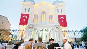 Büyük sinagogda üç din iftar açtı