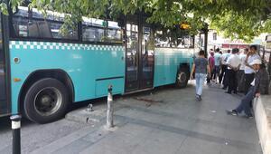 Feci kaza Halk otobüsü şoförü fren yerine gaza bastı