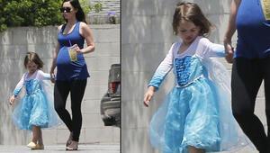 Ünlü oyuncu şoke etti: Oğluna prenses elbisesi giydirdi