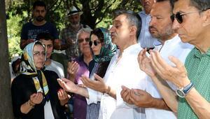 Kemal Sunal mezarı başında anıldı (Foto Galeri)