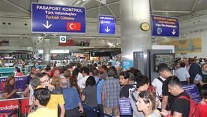 Darbe girişimi sonrası havalimanlarında yeşil ve gri pasaportlara sıkı takip