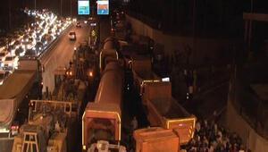 Hasdal Kışlası ve İl Jandarma Komutanlığı önünde darbe girişimi protestosu