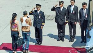 Tayland Prensinin fotoğrafını paylaştı karısı tutuklandı
