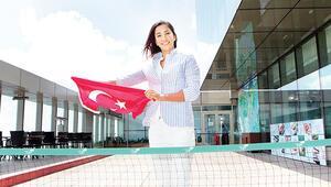 Rionun bayrak kızı