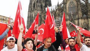 Avrupalı Türkler, akın akın Köln'e geliyor