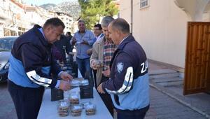 Büyükşehir Belediyesi ekipleri Aksekide aşure dağıttı