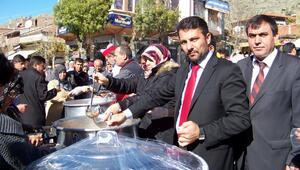 Sivrihisar Belediyesi vatandaşlara aşure dağıttı
