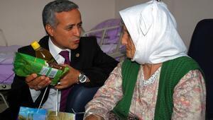 Milletvekilinden kolonya yerine zeytinyağı ve kuru üzüm kampanyası