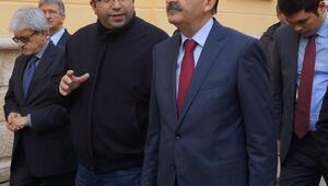 Sağlık Bakanı Müezzinoğlu, Büyük Sinagogu gezdi