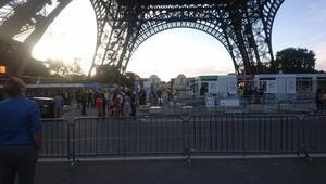 Pariste şüpheli paket paniği