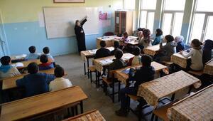 Suriyeli çocuklar aldıkları eğitimle daha mutlu