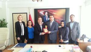 TİSVA Başkanı Akgül'den Kaymakam Ermiş'e teşekkür plaketi