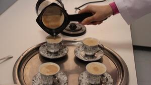 Kayısının çekirdeği kahve oldu