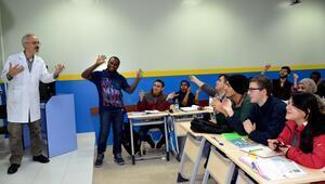 Üniversiteli yabancılar, Türkçeyi şarkıların dilinden öğreniyor