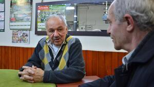 Baba Katilinin kahvehanesinde sohbetler yeşil-beyaz
