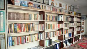 Hayırsever anne-oğuldan 13 yılda 35 kütüphane