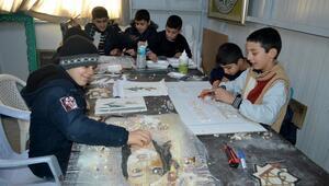 Suriyeli gençler kurslarla hayatlarını renklendiriyor