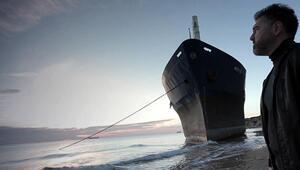 Karaya oturan gemi, Müdürün klibinde dekor oldu