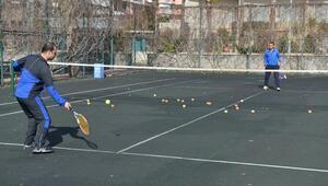 Konyaaltında ücretsiz tenis kortu hizmeti