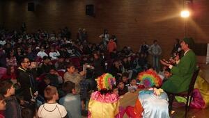 Büyükşehir Belediyesi'nden İlçe İlçe Tiyatro Gösretisi