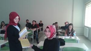 Atasay Kuyumculuk'tan Erzincan Üniversitesi Öğrencilerine Bin Adet Kitap Hediyesi