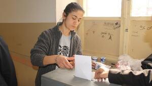 CHP'liler, Milletvekili Adaylarını Belirlemek İçin Sandık Başında
