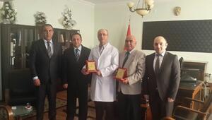 Tunceli'de Yılın Doktorlarına Plaket