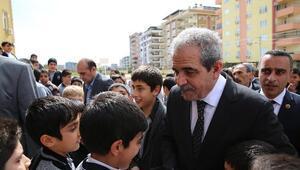 Başkan Demirkol, Öğrencilere Formalarını Dağıttı