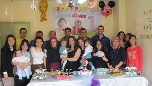 Öğretmen Eşler Çanakkale Zaferi Ve Şehitleri Anma Gününde İkiz Çocuklarının Doğum Gününü Kutladılar
