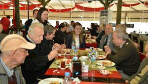 Konyaaltı'nda Yaşlılar Kahvaltıda Buluştu