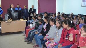 Polis Köy Okulunda Bilgilendirme Toplantısı Yaptı