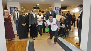 Down Sendromlu Yarışmacıların Bowling Keyfi