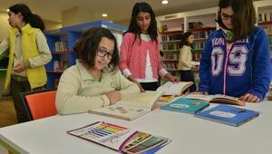 Koshim'de Kütüphaneye Öğrencilerin İlgisi Büyük