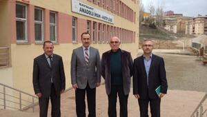 Bayburt İlahiyat Fakültesi Dekanı Prof. Dr. Nasrullah Hacımüftüoğlu Anadolu İmam Hatip Lisesini Ziyaret Etti