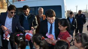 Başkan Yazgı, Çocukları Oyuncakla Sevindirdi