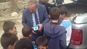 Başkan Şahiner Çocukları Sevindirdi