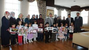 Başkan Çetin'den Miniklere Hediye