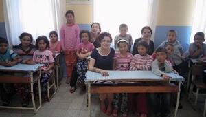 Kadın Öğretmenlerden 14 Öğrencili TEK Öğretmenli Köy Okuluna Ziyaret