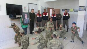 Anaokulunda Jandarma Hep Benimle Güvendeyim Askerimizle Projesi