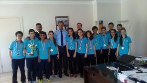 15 Eylül Ortaokulu Türkiye Şampiyonasına Hazır