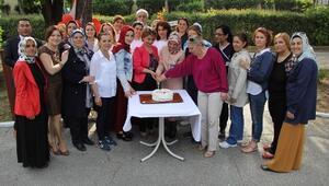 Hastane Bahçesinde Kutlama