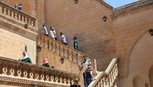 Kulplu Bayanlar Mardin'i Gezdi