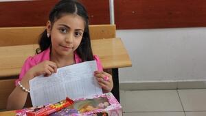 Gaziantep'te Suriyeli Öğrenciler Karnelerini Aldı